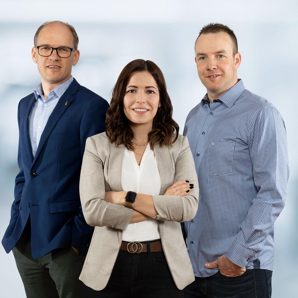 gruppenfoto der Geschäftsleitung, von links: André Bacher, Jolanda Albsiser und Martin Bieri